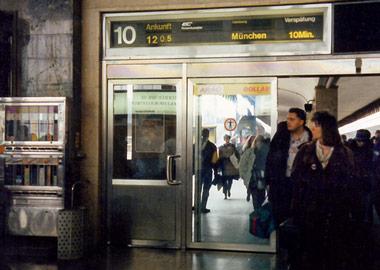 ウィーン西駅 到着サイン